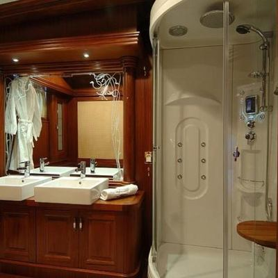 Goleta I Yacht Shower Room
