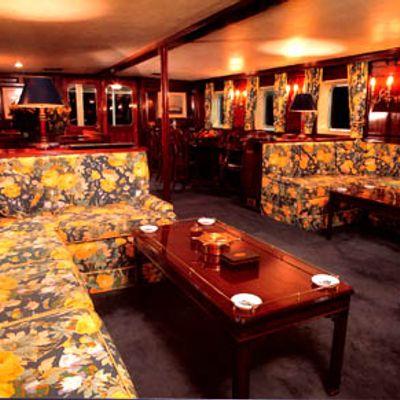 Trafalgar Yacht Main Saloon