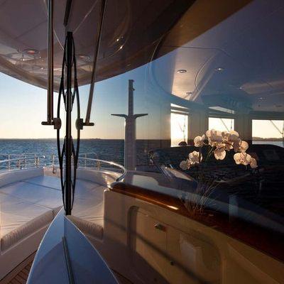 Aquila Yacht Bridge - Windows