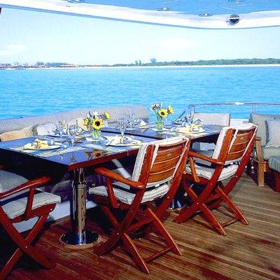 Savannah Yacht Aft Deck Alfresco Dining