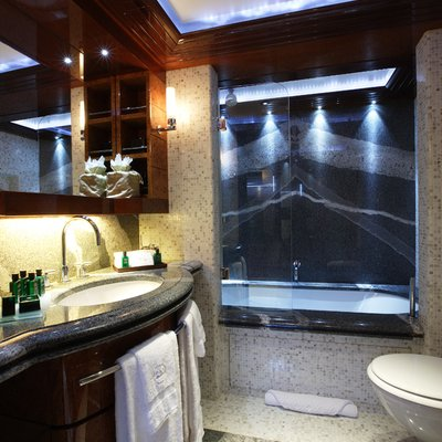 Talisman Maiton Yacht Twin Bathroom
