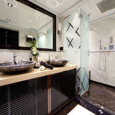 Manifiq Yacht Master Bathroom