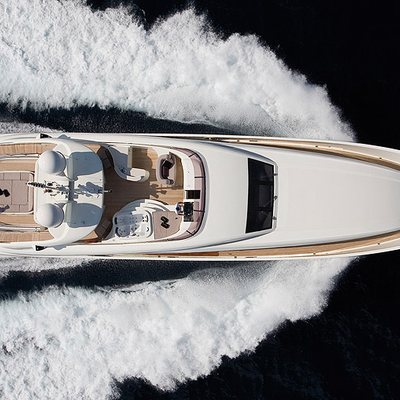 Matsu Yacht Running Shot - Overhead