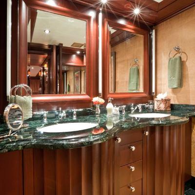 Lagniappe Yacht VIP Bathroom