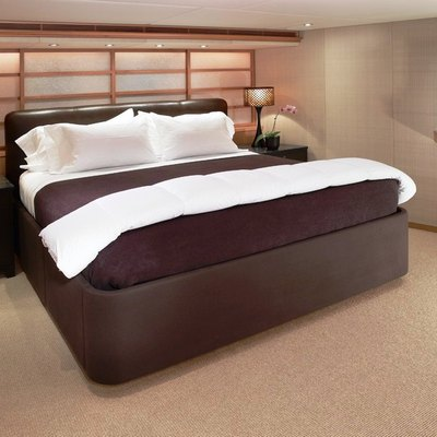Envy Yacht VIP Stateroom - Bed