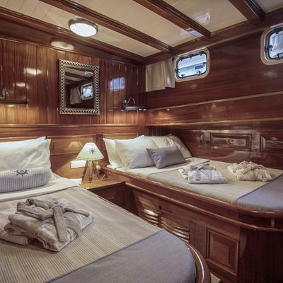 Entre Cielos Yacht