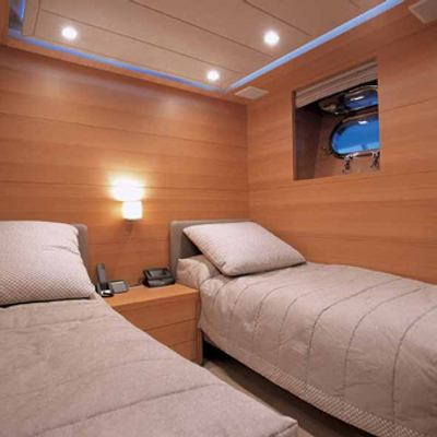 Sheleila Yacht Twin cabin