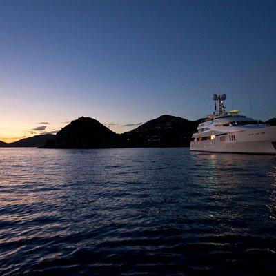 Diamond Yacht Sunset Profile