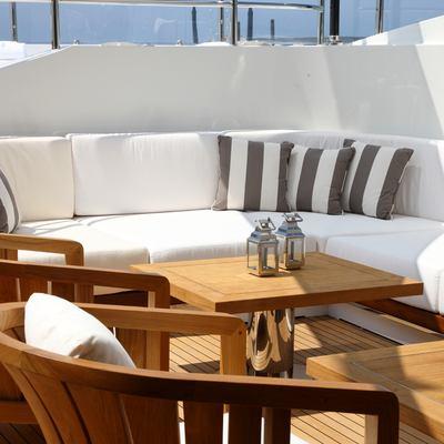 Seanna Yacht Detail - Bar Seating Area