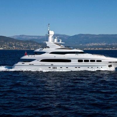 Seven S Yacht Running Shot - Profile
