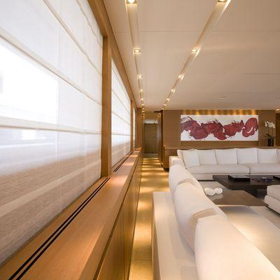 Seakid Yacht Salon - Windows