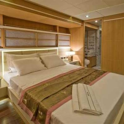 Zelda Yacht Master Stateroom - Bed
