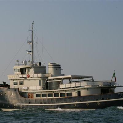 Prometej Yacht Running Shot - Profile
