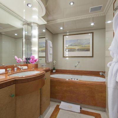 Lady Ellen II Yacht VIP Bathroom
