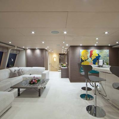 Ohana Yacht Upper Salon & Bar