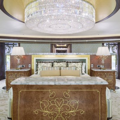 Solandge Yacht Master Suite And Chandelier