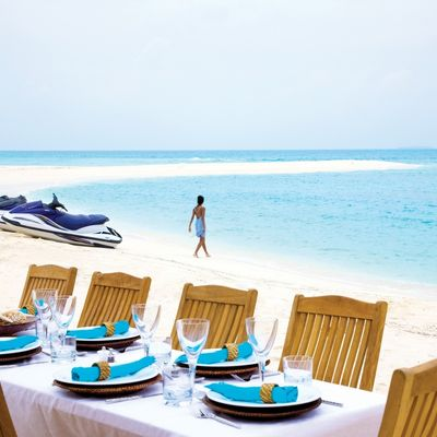 Neom Yacht Beach Table Setting