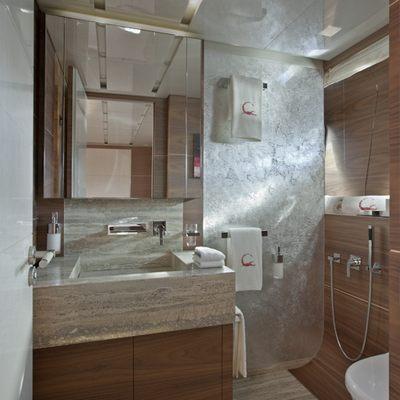 Tesoro Yacht Double Cabin bath