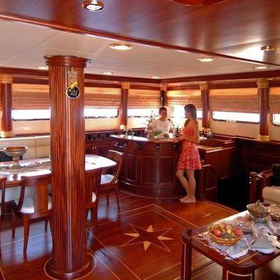 Goleta I Yacht Main Salon & Bar