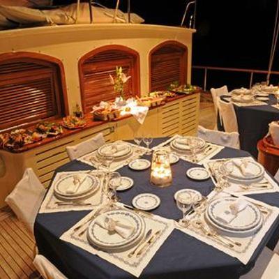 Ofelia Yacht Dining