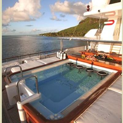 Nomad Yacht Wet Bar/Jacuzzi