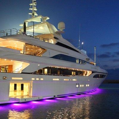 Seanna Yacht Under Water Lights