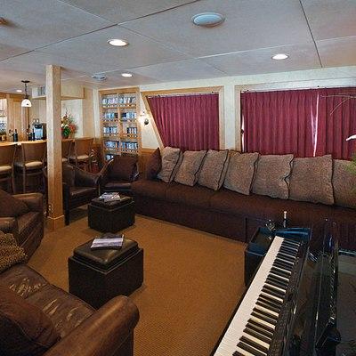 Safari Explorer Yacht Salon with Piano