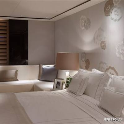 Twizzle Yacht Master Stateroom - Bed