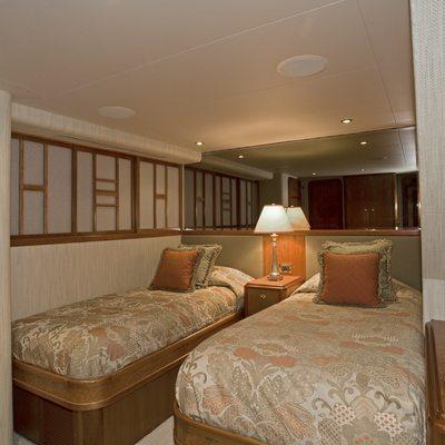 Serengeti Yacht Twin Stateroom