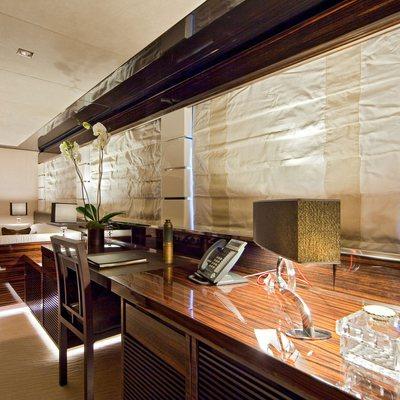 Manifiq Yacht Master Office & Seating