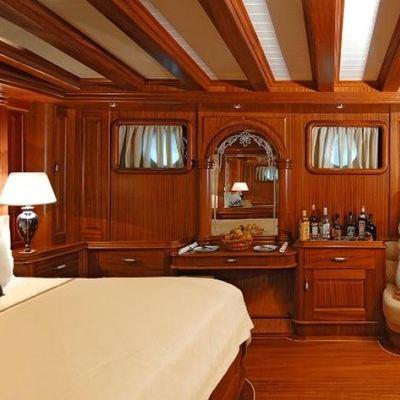 Goleta I Yacht Master Stateroom - Side