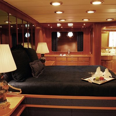 Andromeda la Dea Yacht Guest Stateroom - Side