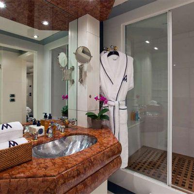 Diamond Yacht Lower Double Guest Bathroom