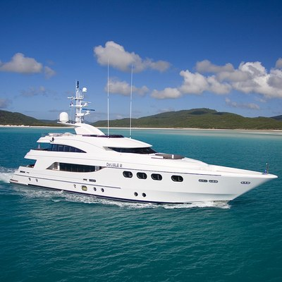 De Lisle III Yacht Running Shot - Profile