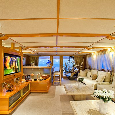 Vela Yacht Salon - Overview