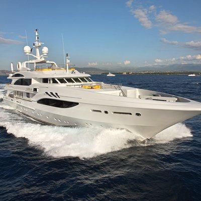 Platinum Yacht Running Shot - Profile