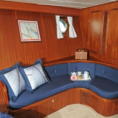 Ofelia Yacht Master Stateroom - seating
