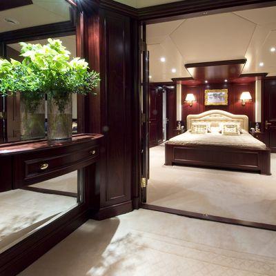 Legend Yacht Guest Foyer