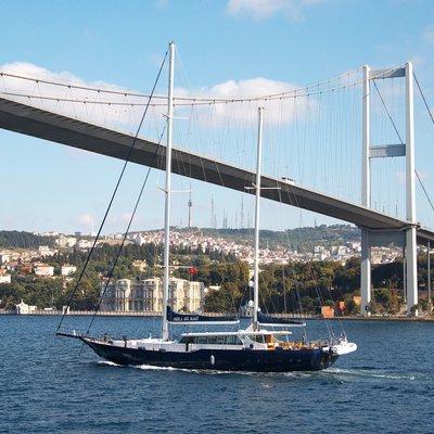 Perla del Mare Yacht Profile