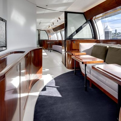 Vertigo Yacht Media Salon