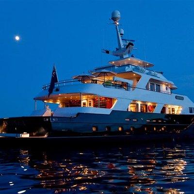 L'Albatros Yacht Rear View - Night
