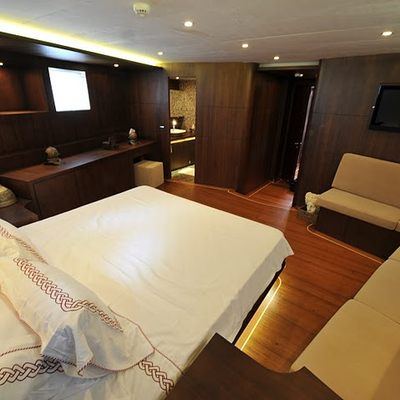 Casa Dell Arte II Yacht Guest Stateroom & Seating