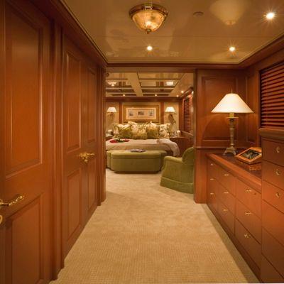 Queen D Yacht Master Foyer
