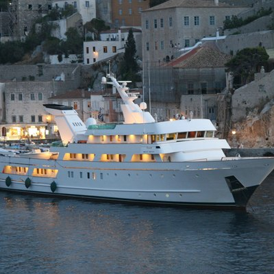 Esmeralda Yacht Profile - Evening