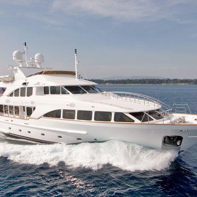 Aura Yacht Running Shot - Profile