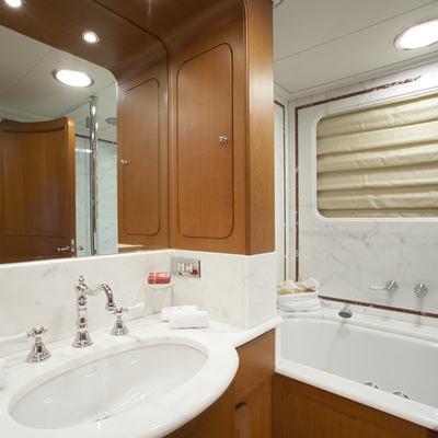 Antara Yacht Bathroom
