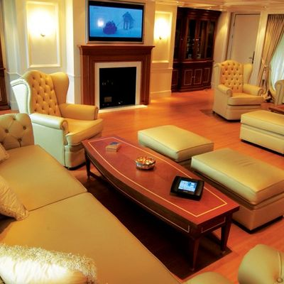 Elegant 007 Yacht Salon - TV