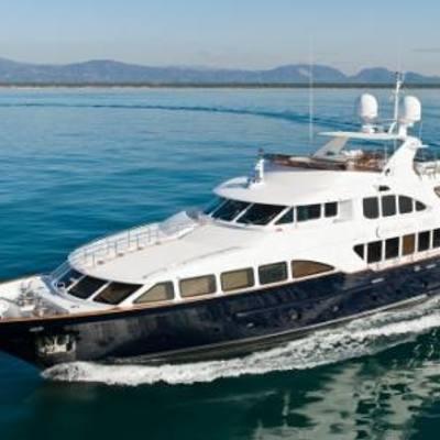 African Queen Yacht Running Shot