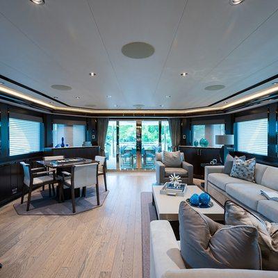 W Yacht Saloon