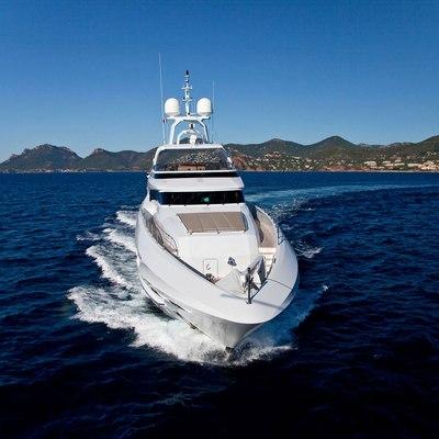 Seven S Yacht Running Shot - Bow